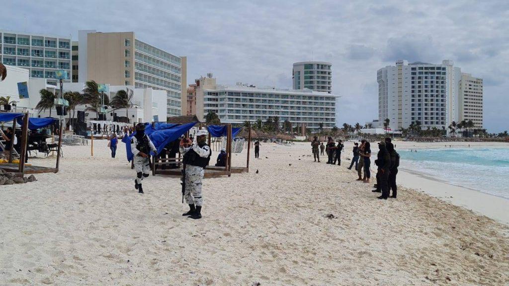 Con apoyo de los tres niveles de gobierno liberan el paso en playa gaviota  azul - Quintana Roo Hoy
